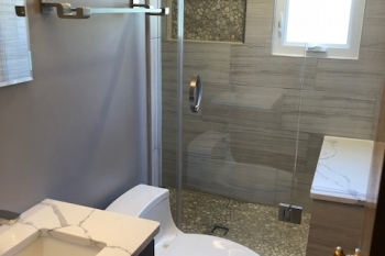 Modern Bathroom Renovation in Pleasant Ridge